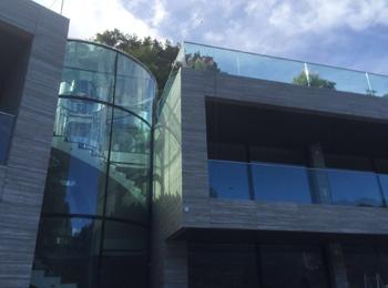 Frameless Glass Building Exterior